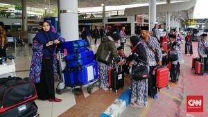 Cemas dan Kaget, Nasib Jemaah Umrah di Bandara Juanda