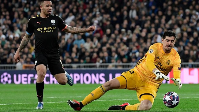 Kedua tim bermain imbang tanpa gol di babak pertama.(Photo by JAVIER SORIANO / AFP)