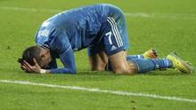 FOTO: Ronaldo Tak Kuasa Bantu Juventus Atasi Lyon