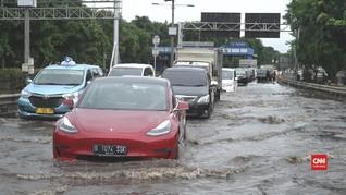 VIDEO: 'Membelah' Jakarta dengan Mobil Listrik Tesla Model 3