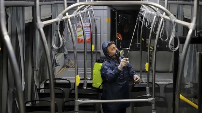 Iran akan membuka 15 laboratorium medis untuk mendiagnosis infeksi virus corona pada pekan depan.(Alireza Mohammadi/ISNA via AP)