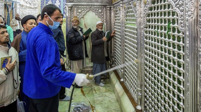 Sejumlah pejabat penting Iran dikonfirmasi positif terinfeksi, termasuk salah satu wakil presiden.(Ahmad Zohrabi/ISNA via AP)