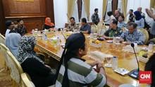 Warga Tumpang Pitu Kecewa, Khofifah Bungkam Usai Dialog