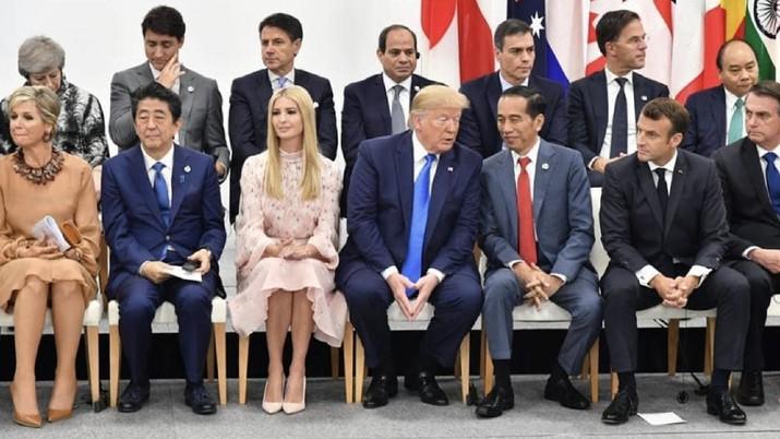 Momen Jokowi dan Trump berbincang di KTT G20 Osaka Jepang, Juni 2019 (Instagram/Jokowi)