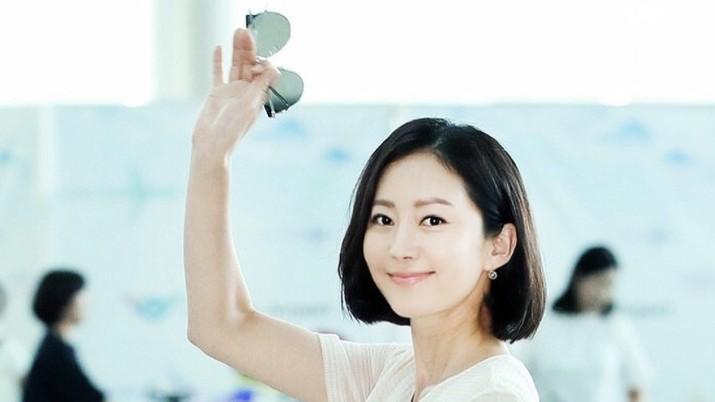 Corona menggila di Korsel. Tak ingin tinggal diam, para selebriti Korea pun turut memberikan sumbangan untuk membantu melawan COVID-19 di seluruh negara.
