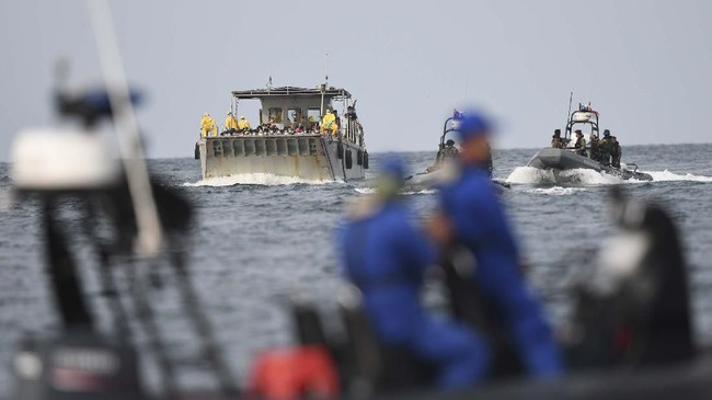 188 WNI ABK World Dream yang akan diobservasi di Pulau Sebaru Kecil, Kepulauan Seribu, Jakarta, terdiri dari172 laki-laki dan 16 perempuan. Mereka semuanya dinyatakan negatif virus corona. (ANTARA FOTO/Akbar Nugroho Gumay/nz)