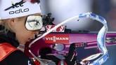 Atlet Norwegia, Ingrid Landmark Tandrevold tengah pemanasan jelang tampil di Biathlon World Championship di Antholz, Italia. Biathlon mempertandingkan menembak dan ski. (AP Photo/Matthias Schrader)