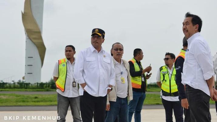 Menhub Budi Karya Sumadi Meninjau Bandara Kertajati, Jawa Barat Terkait Pemulangan WNI Anak Buah Kapal Diamond Princess dari Yokohama. (Dok. BKIP Kemenhub)