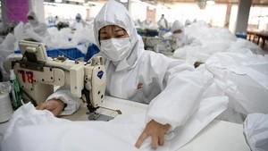 FOTO: Pabrik Coat Mendadak Jadi Pembuat Baju Antivirus Corona