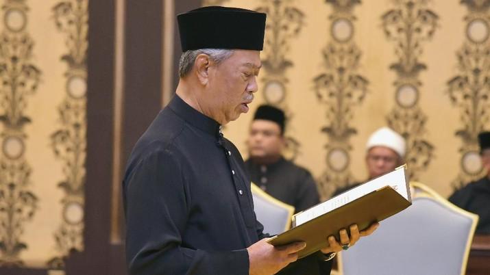 Malaysia mengikuti jejak negara-negara lainnya untuk lockdown, mulai 18 Maret lusa selama 2 pekan.