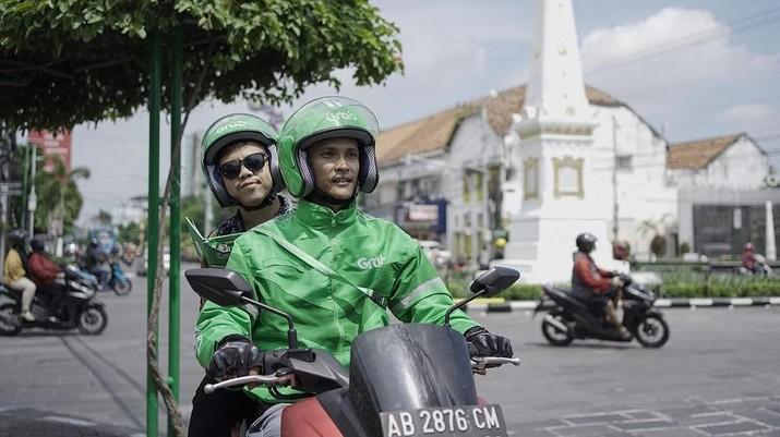 Grab Indonesia membina 100 mitra pengemudi terbaik untuk menjadi pemandu wisata di Yogyakarta.