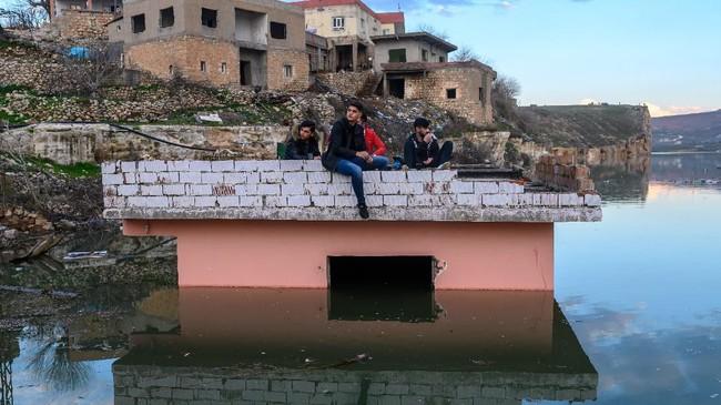 Setelah beberapa tahun tertunda, Dam itu mulai terisi air pada Juli lali. Level air dalam dan di sekitar Hasankeyf telah naik 15 meter dan terus naik 15 sentimeter setiap harinya. (BULENT KILIC / AFP)