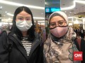 Cegah Virus Corona, Pengunjung Mal Beramai-ramai Pakai Masker