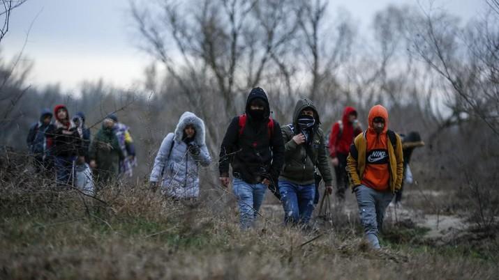 Ratusan pengungsi Suriah kini kembali mencari jalan menuju Eropa di sekitar perbatasan Yunani.