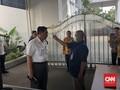 Paspampres Cek Suhu Tubuh Tamu yang Masuk Istana Presiden