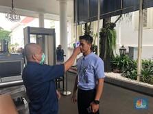 Tamu Hingga Menteri di Istana Dicek Suhu Tubuhnya, Jokowi?