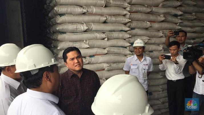Menteri BUMN Erick Thohir bersama Dirut Bulog Budi Waseso bertemu di Gudang Bulog Kelapa Gading.