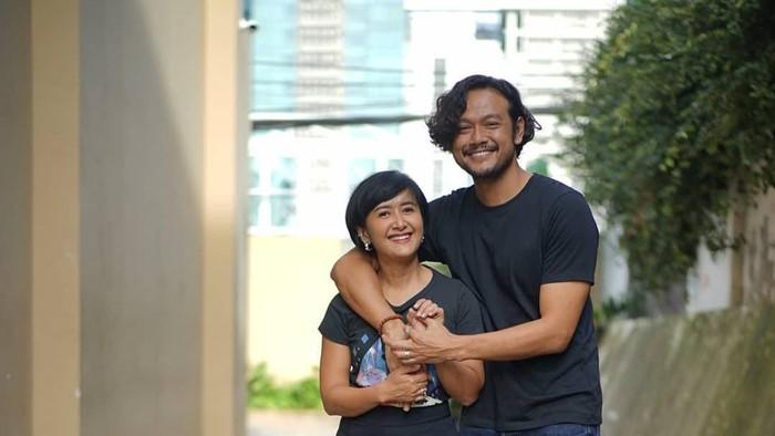 Minta Dukungan untuk Suami, Widi Mulia Sebut New Normal Versi Keluarganya