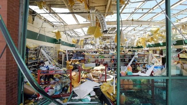 Selain itu, 150 orang penduduk dirawat karena mengalami luka-luka akibat tornado.(Jason Kempin/Getty Images/AFP)