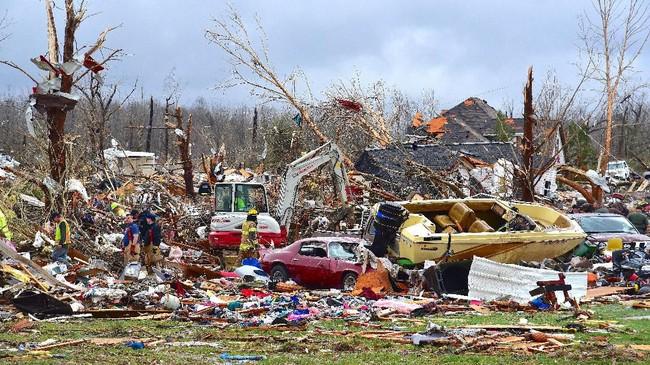 Sebanyak 25 orang meninggal dalam bencana angin puting beliung (tornado) yang menyapu kawasan tengah Negara Bagian Tennessee, Amerika Serikat, pada Selasa (3/3). (Jack McNeely/The Herald-Citizen via AP)