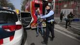 Aksinya kali ini dilakukan untuk meningkatkan kesadaran atas ketakutan terhadap virus corona.(AP Photo/Joan Mateu)