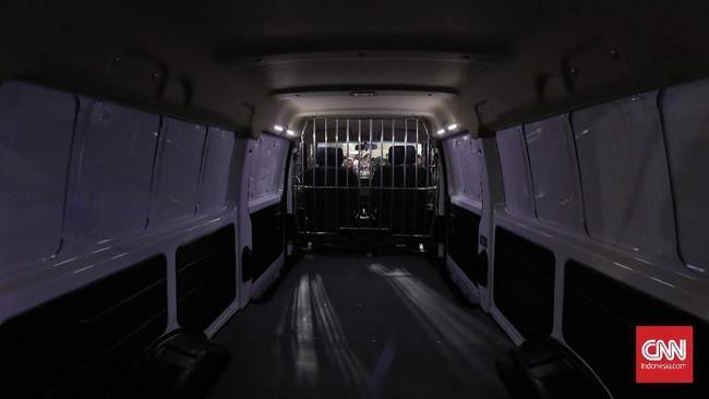 Bagian interior cukup bisa mengakomodir barang bawaan. DFSK Gelora E listrik akan masuk ke segmen kendaraan komersial ringan. (CNN Indonesia/Adhi Wicaksono)