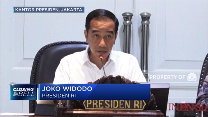 Di depan jajaran menteri, Jokowi kembali melontarkan kekecewaannya lantaran program tol laut telah melenceng dari tujuan awal untuk mengurangi disparitas harga.