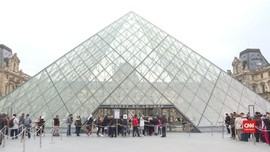 VIDEO: Turis Gembira Museum Louvre Kembali Dibuka