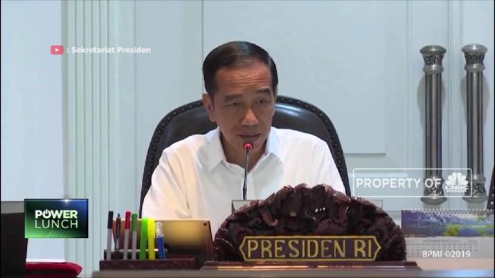 Presiden Joko Widodo (Jokowi) meminta jajarannya untuk menyetop ekspor alat-alat kesehatan kepada sejumlah negara.