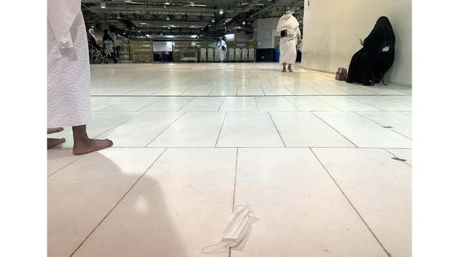 Larangan ibadah umrah dikeluarkan sejak 27 Februari untuk membatasi dan mencegah infeksi Covid-19 di dua masjid suci (Masjid Nabari dan Masjidil Haram).(HAITHAM EL-TABEI / AFP)