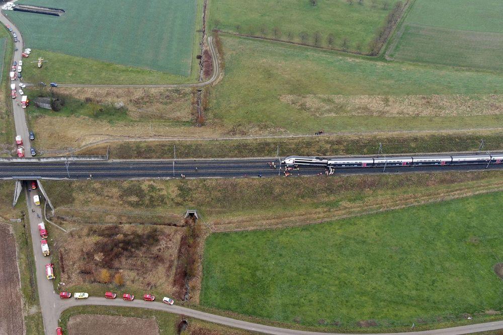 Kereta berkecepatan tinggi tergelincir di Prancis timur dan membuat 21 orang terluka