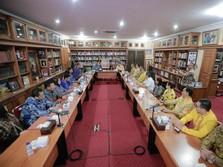 SBY, Airlangga, & Diplomasi Batik Biru Kuning di Cikeas
