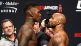 Duel Israel Adesanya lawan Yoel Romero di UFC 248 punya rasio tinggi untuk berakhir KO karena keduanya punya presentase KO/TKO yang menakjubkan. (Steve Marcus/Las Vegas Sun via AP)