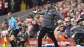 Pelatih Liverpool Jurgen Klopp berteriak merespons penampilan timnya. Liverpool mendapat tekanan di laga melawan Bournemouth setelah menelan dua kekalahan beruntun. (AP Photo/Jon Super)