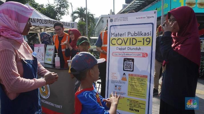 Hari Bebas Kendaraan Bermotor atau Car Free Day Jakarta tetap berlangsung di tengah isu infeksi Virus Corona di Indonesia.