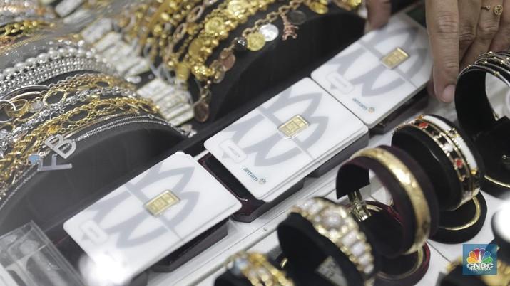 Ilustrasi emas (CNBC Indonesia/Tri Susilo)