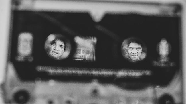 Didi Kempot sudah menghasilkan puluhan album, setidaknya yang tercatat ada Stasiun Balapan (1999), Modal Dengkul, Tanjung Mas Ninggal Janji, Seketan Ewu, Plong (2000), Ketaman Asmoro (2001), Poko'e Melu (2002), Cucak Rowo (2003), Jambu Alas bersama Nunung Alvi (2004) dan Ono Opo (2005). (ANTARA FOTO/Rivan Awal Lingga)