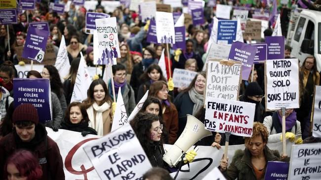 Hari Perempuan Sedunia di Prancis diperingati dengan aksi unjuk rasa. (AP Photo/Thibault Camus)