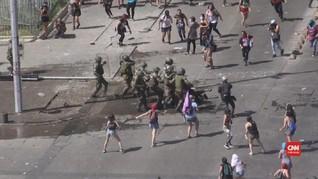 VIDEO: Bentrok Demonstran-Polisi Chile saat Hari Perempuan