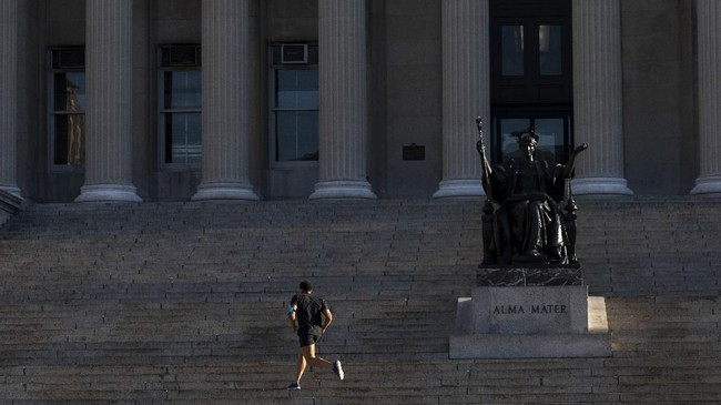 Kasus corona di negara bagian Massachusetts juga hampir menyentuh angka 100.(AP Photo/Mark Lennihan)