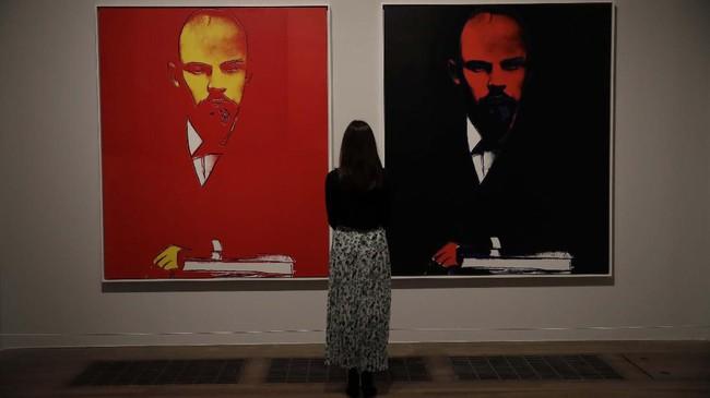 Pameran ini bertujuan untuk menunjukkan sisi humanis Warhol yang tak banyak terungkap. (AP Photo/Matt Dunham)