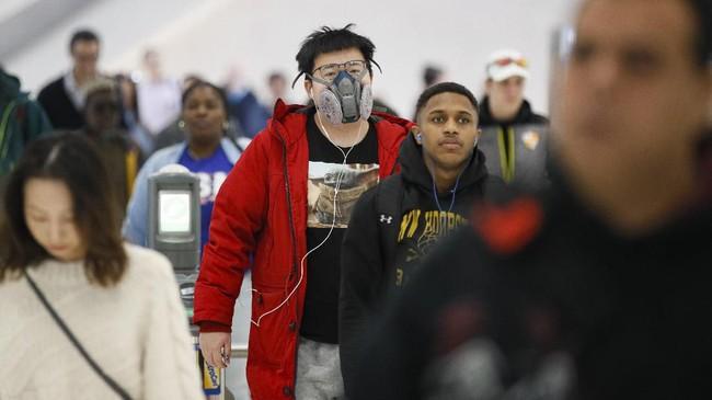 Kasus orang terinfeksi virus corona di New York mencapai lebih dari 173. (AP Photo/John Minchillo)