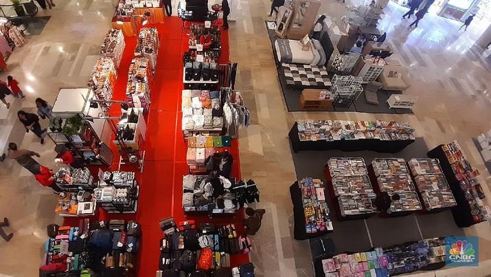 Bagi pengelola pusat perbelanjaan dan tenant kerugian tak bisa dihindari.