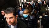 Instansi kesehatan AS menuturkan jumlah kasus virus corona di Negeri Paman Sam masih mungkin bertambah lantaran masih banyak orang yang melakukan tes pemeriksaan Covid-19.(Jeenah Moon/Getty Images/AFP)