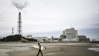 FOTO: Surfing di Pantai 'Nuklir' Fukushima