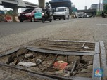 Awas! 'Ranjau' Jalan Berlubang di Kalimalang