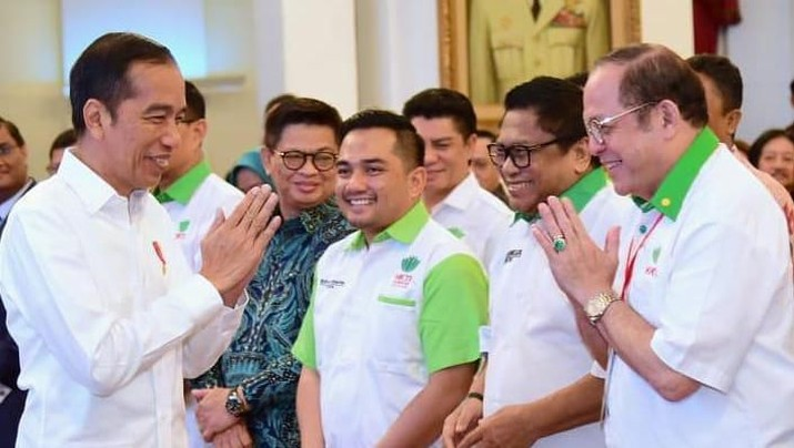 Momen itu terjadi selepas Jokowi membuka Munas IX HKTI di Istana Negara, Kompleks Istana Kepresidenan, Jakarta, Kamis (12/3/2020).