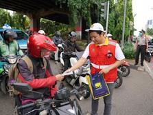 Tanggap Corona, Brantas Abipraya Bagikan Masker Gratis di DKI