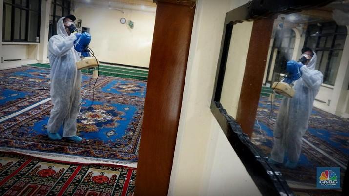 Gerakan bersih-bersih masjid tersebut bagian dari pencegahan penyebaran virus corona (COVID-19).