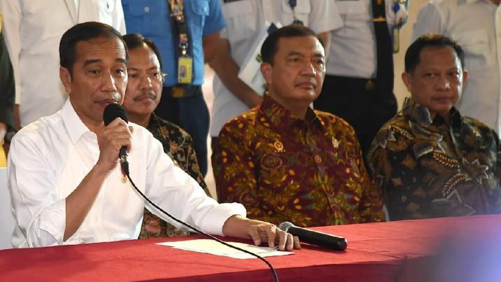 Presiden Indonesia Joko Widodo (Jokowi) membeberkan alasannya membentuk Gugus Tugas Percepatan Penanganan Corona Virus Disease 2019 (COVID-19).